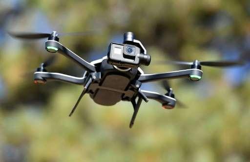 Ford patenta un dron que sale del maletero de los coches.